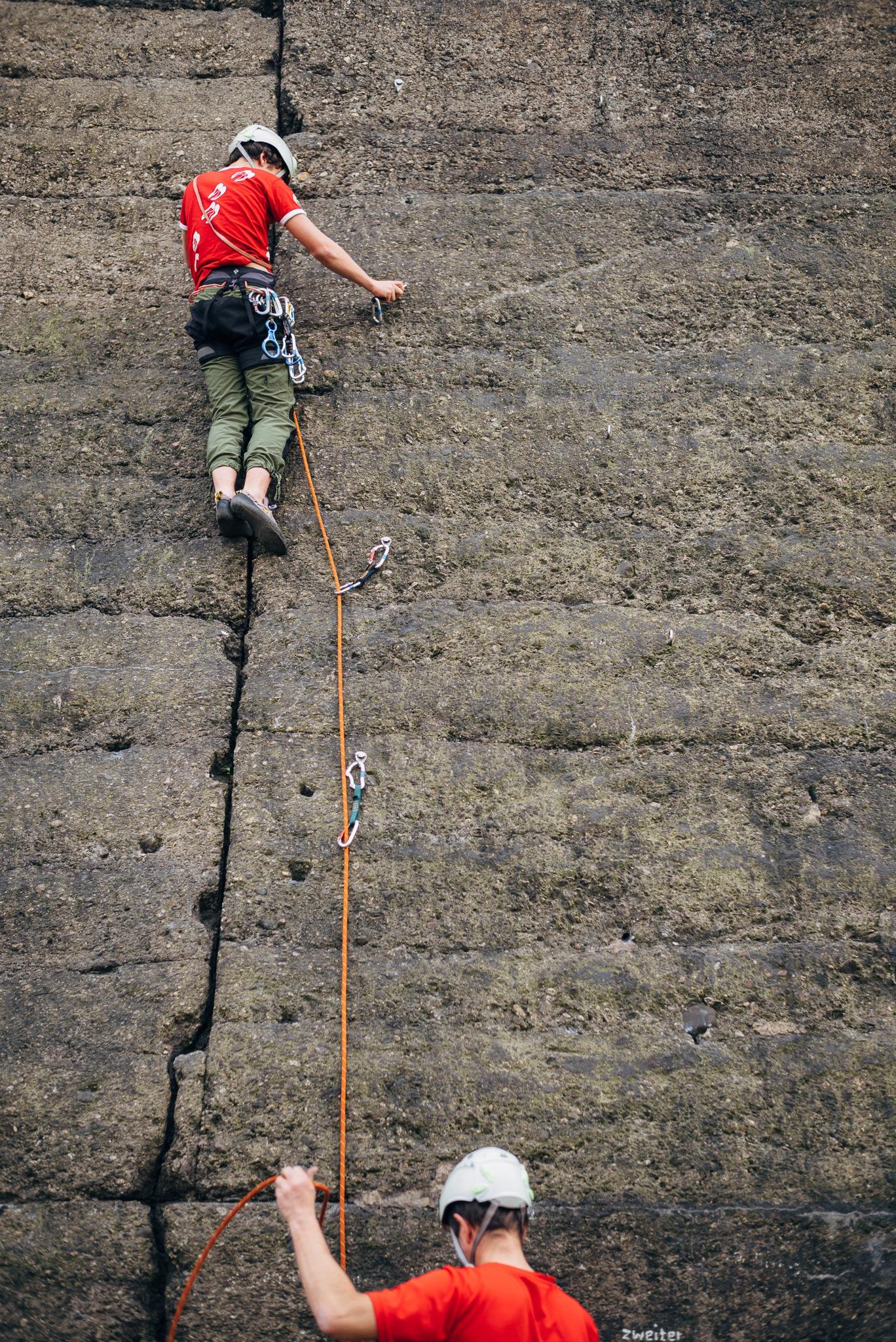 Duisburg boys climbing landschaftspark