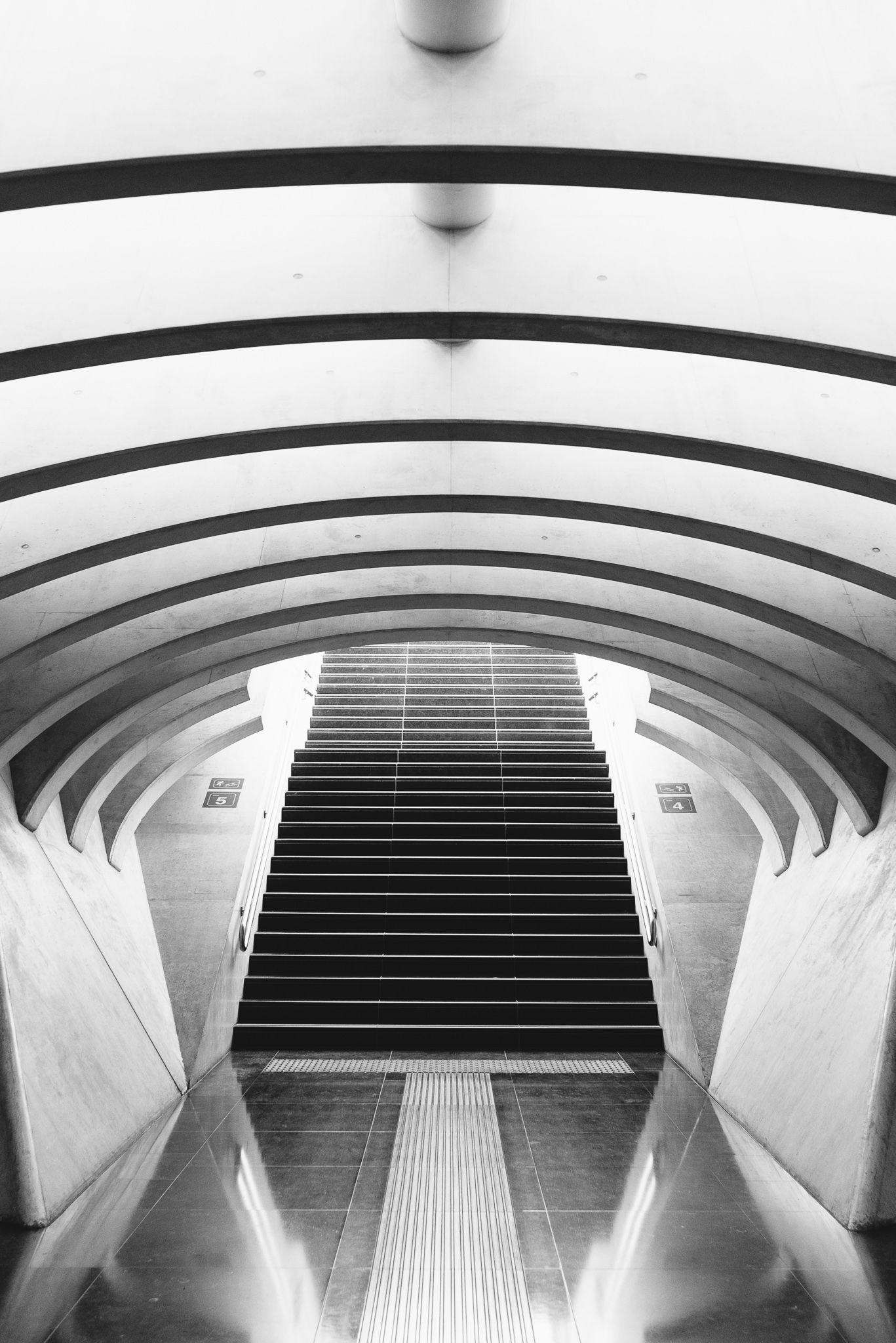 belgium_liege_luik_train_station_28mm_elmarit_asph