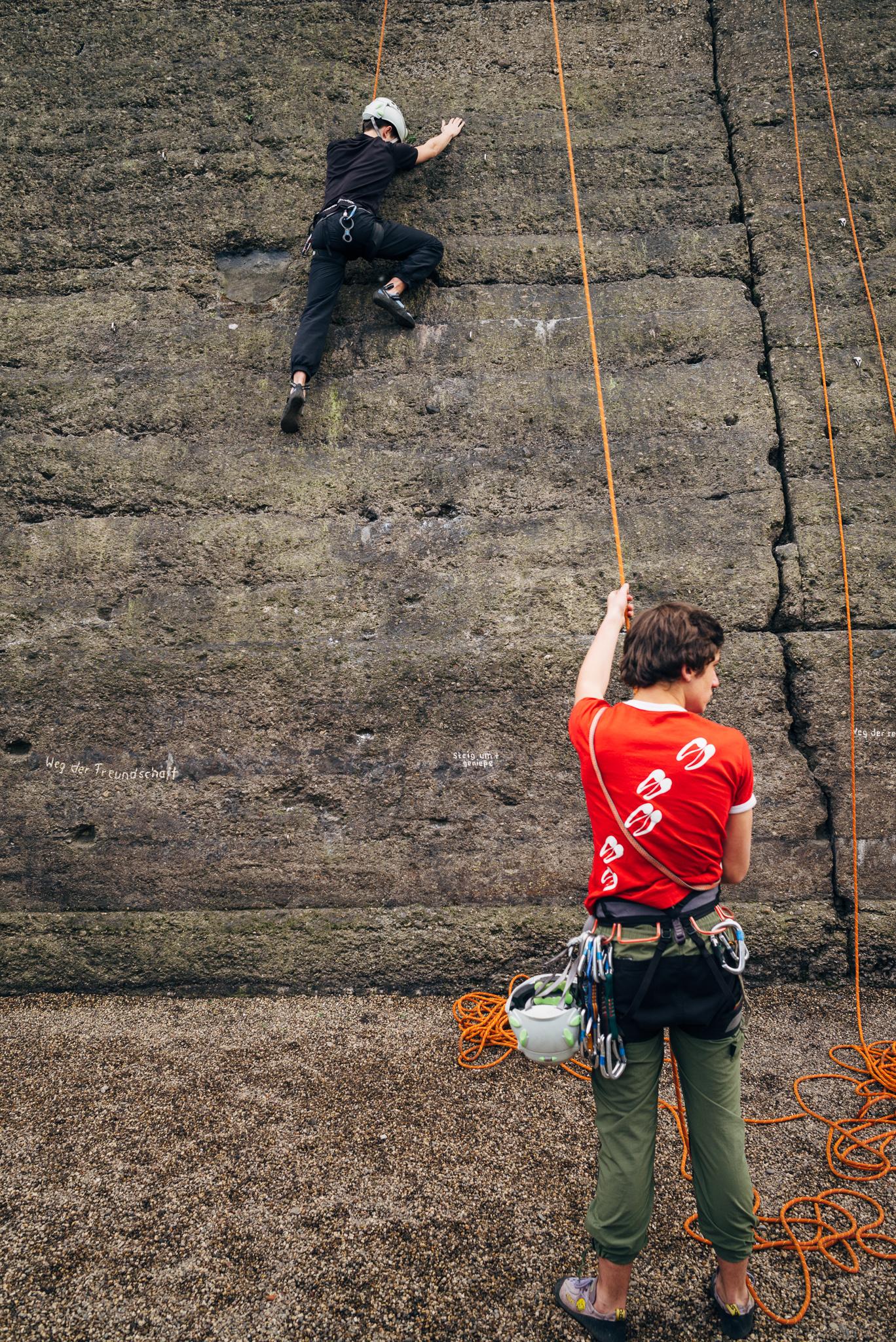 germany_duisburg_boys_climbing_typ240_28mm_elmarit_asph_3