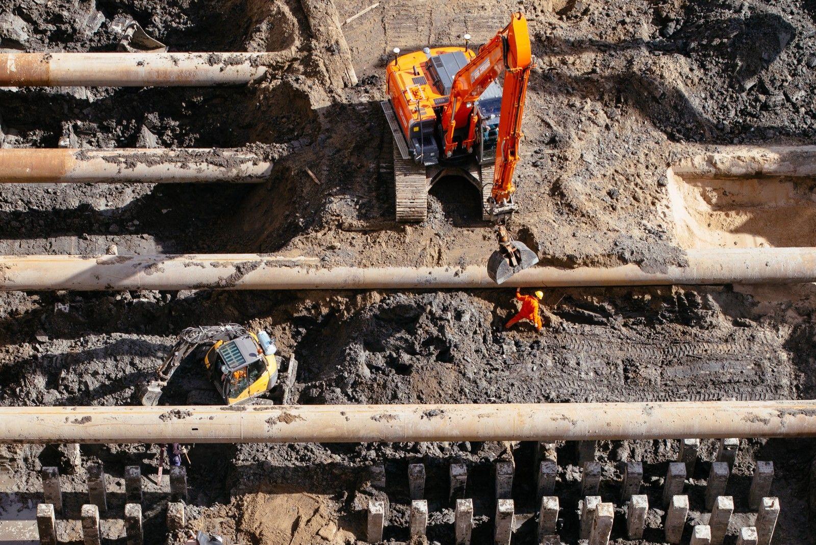 rotterdam_netherlands_construction_man_crane_boston_seattle_copyright_jipvankuijk_1