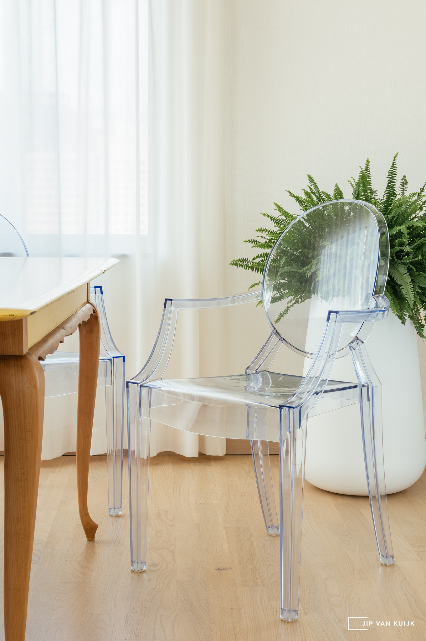 kartell philippe starck louis ghost leica s typ006 70mm chair jipvankuijk