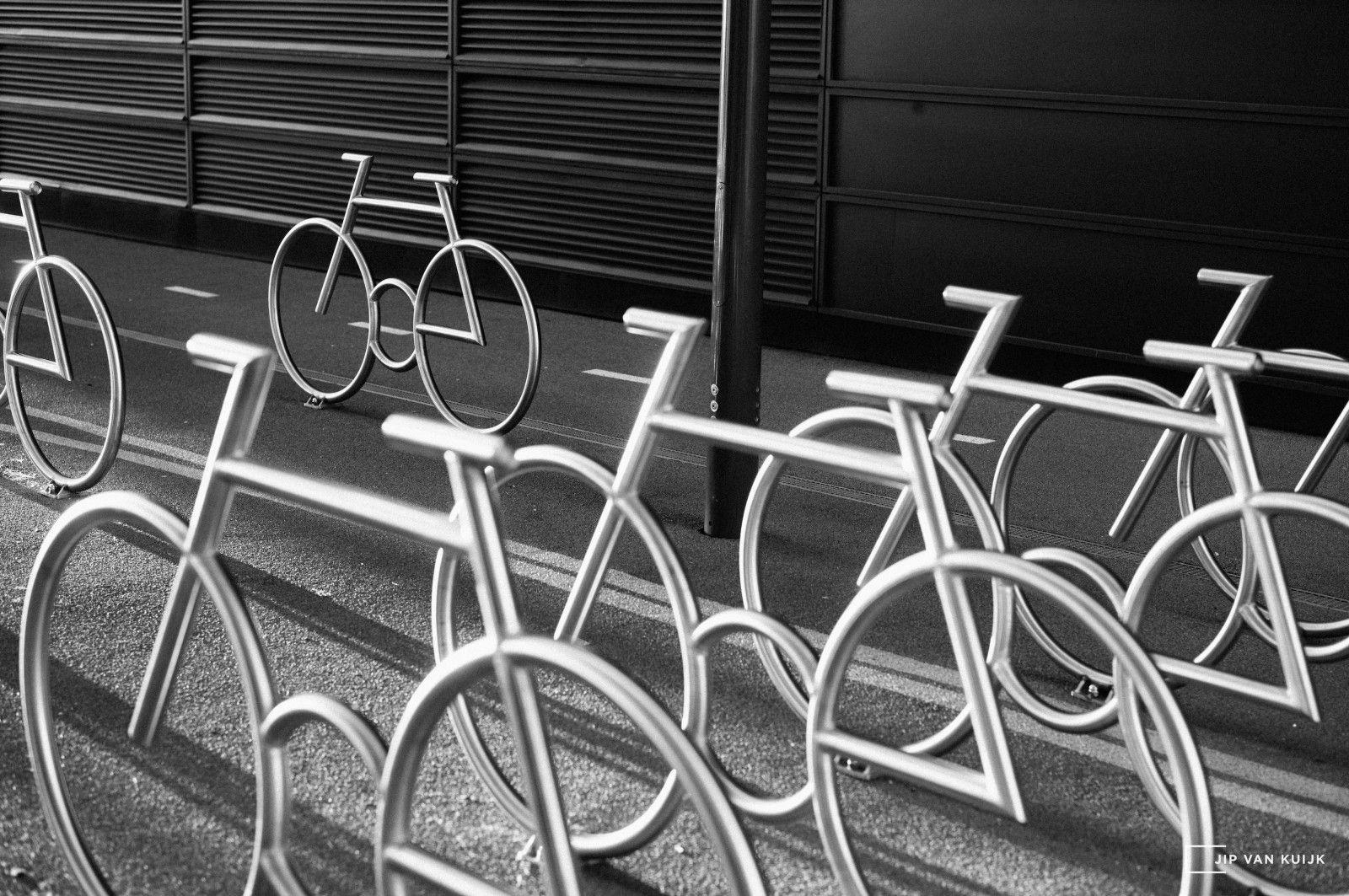 bikes_oslo_norway_barcode_jipvankuijk_70mm_leica_se_mediumformat